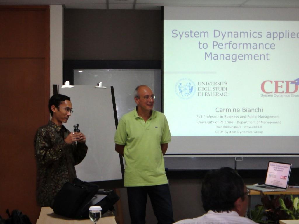 Foto Professor Carmine Bianchi dalam seminar di PPM